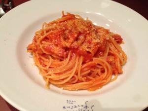 パンチェッタと玉葱のトマトソース