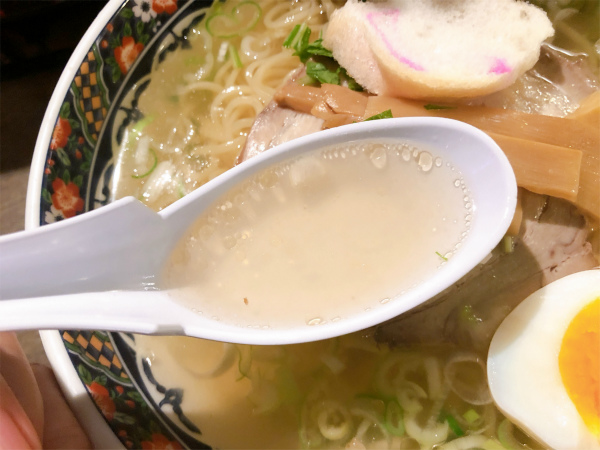 味彩塩拉麺 スープ