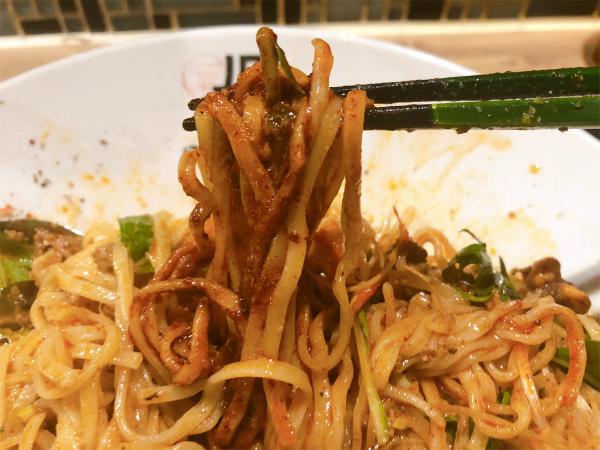 冷し汁なし担担麺に特製辣油をプラス