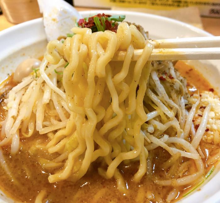 らー麺シャカリキ 限定:ゴマ味噌-カラシビ-  麺
