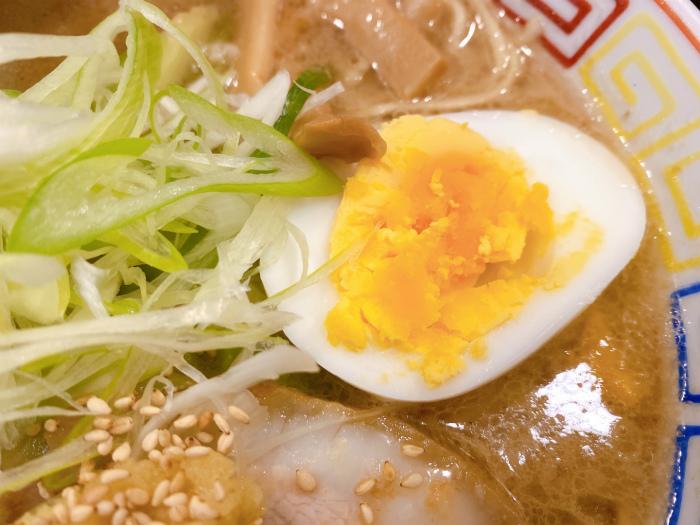 麺と餃子 いせのじょう 桑園高架下 特製みそラーメン ゆで卵