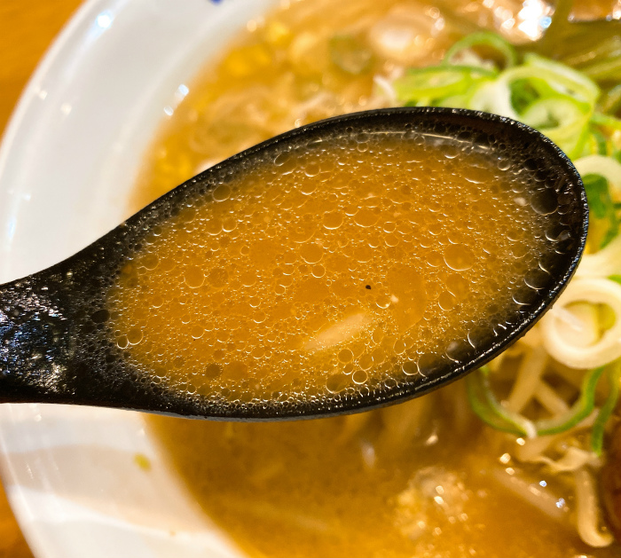 味の時計台 駅前通り総本店  味噌ラーメン スープ