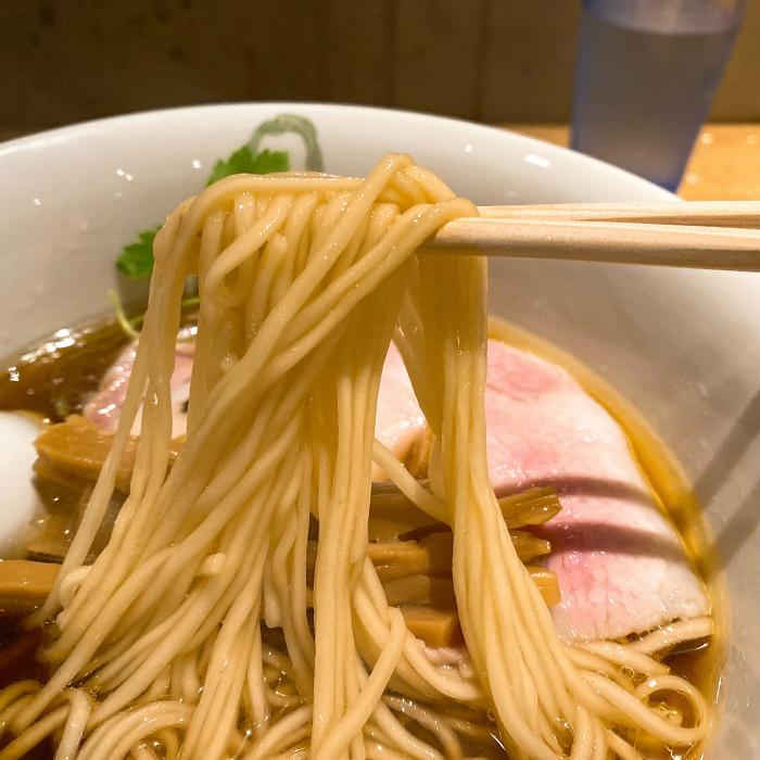 Japanese Ramen Noodle Lab Qで醤油らぁ麺 麺